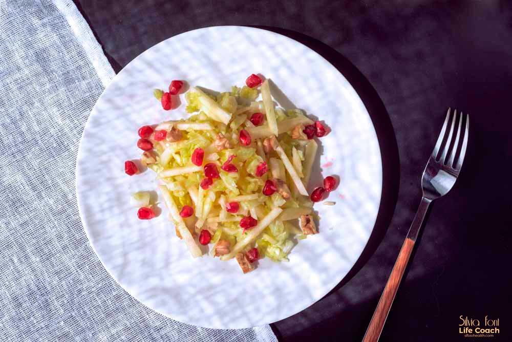 Ensalada de col con manzana y granada. Silvia Font