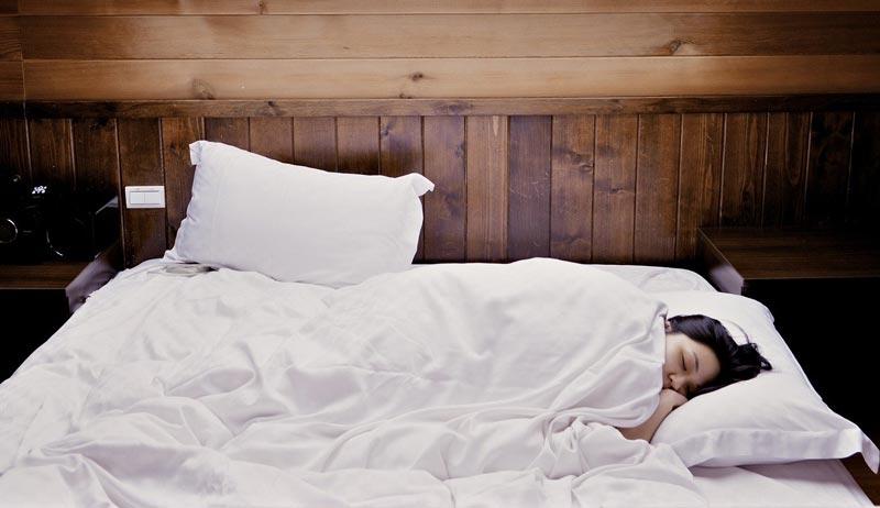 descansa y duerme bien para reforzar el sistema inmunológico